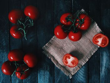 Ripe tomatoes on wooden background - image #136501 gratis