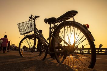 Bicycle on the shore - image #152561 gratis