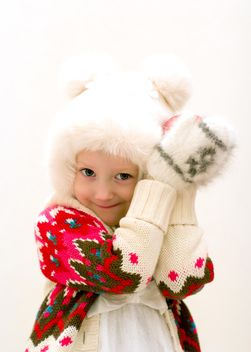 Small girl in warm knitted clothes - image #182551 gratis