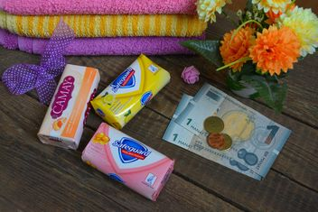 Bars of soap, towels, flowers and money - бесплатный image #182801