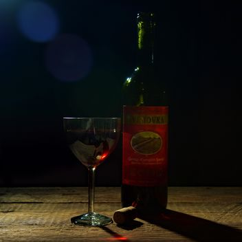 Bottle and glass of wine - Kostenloses image #182831