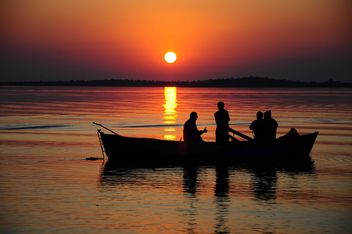 People in boat on sea - image #183051 gratis