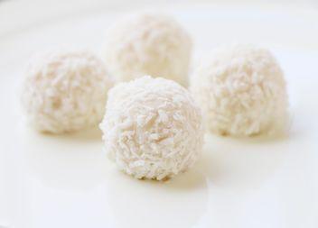 White coconut balls - image gratuit #183431