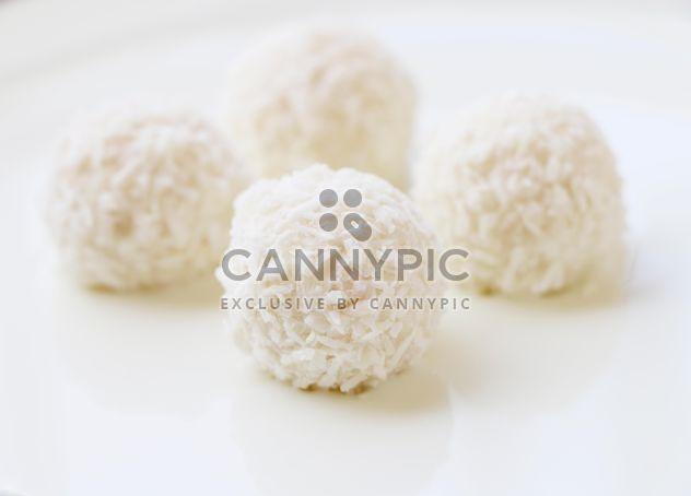 White coconut balls - Free image #183431