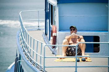 Man relaxing on yacht - image #183451 gratis