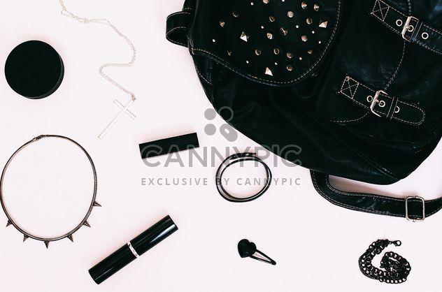 objets dans le sac à dos mybag, noir - image gratuit #183681
