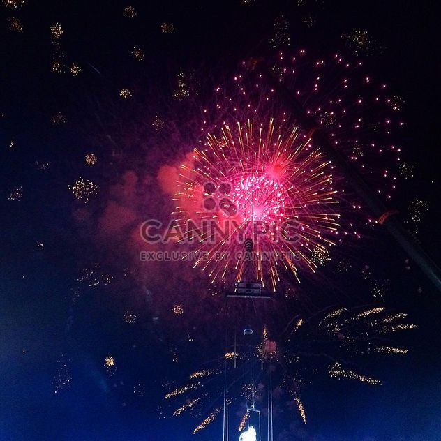 Fuegos artificiales de año nuevo en el cielo, Barcelona - image #183931 gratis