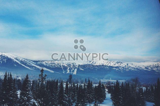 Paisaje de invierno con montañas de Siberia, - image #183991 gratis