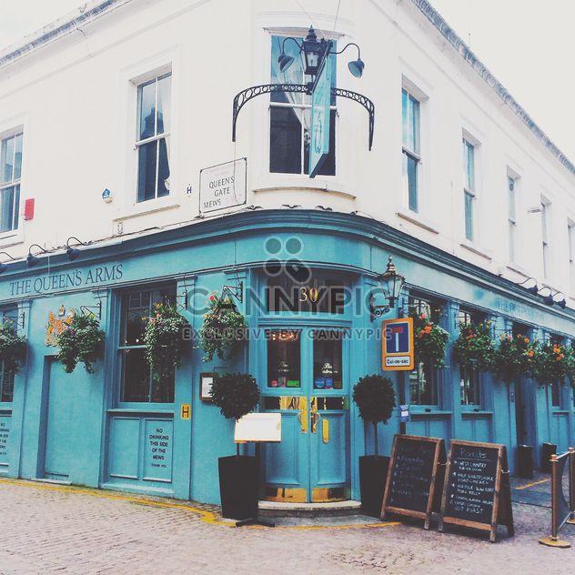 Fachada da casa azul e branca na rua de Londres - Free image #184051