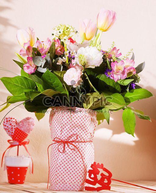Bouquet de fleurs dans un vase - Free image #184101