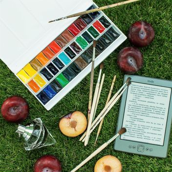 Watercolors on grass - image gratuit(e) #184291