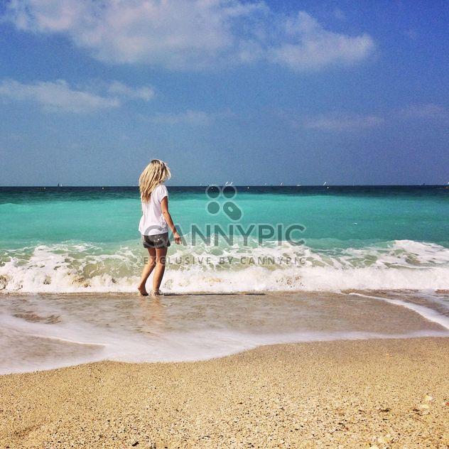 Блондинка девушка на пляже - бесплатный image #184341