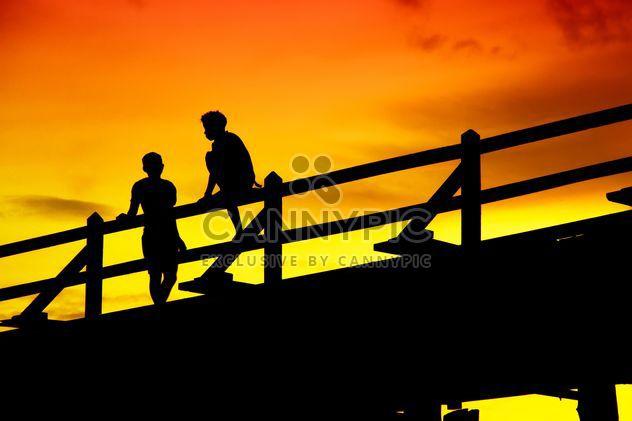 Niños en un puente -  image #184431 gratis