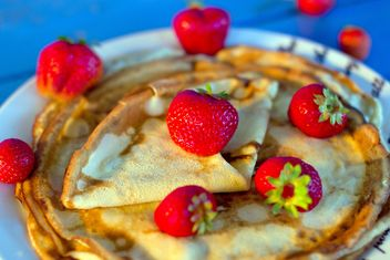 Pancakes with strawberries - image #185871 gratis