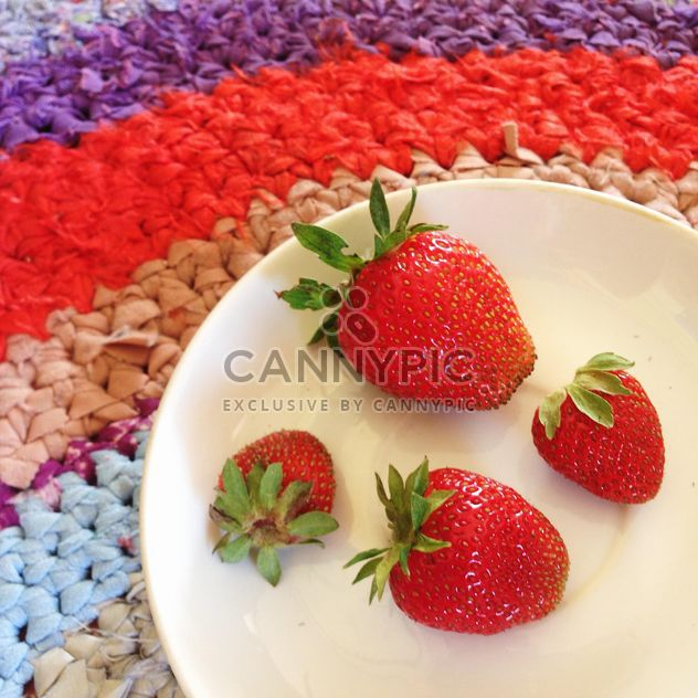 Strawberries on a plate - Free image #185991