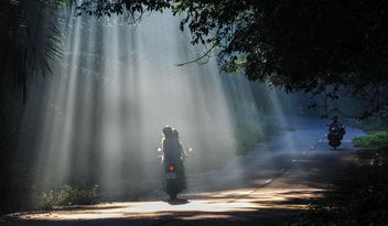 Sunrise road with motorcycles - image #186481 gratis