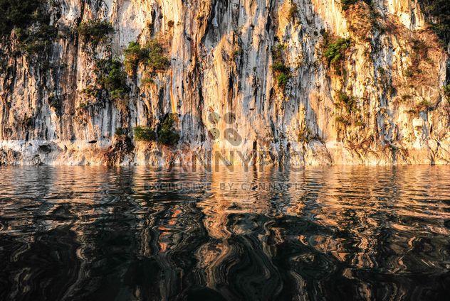 рок в воде крупным планом - Free image #186501