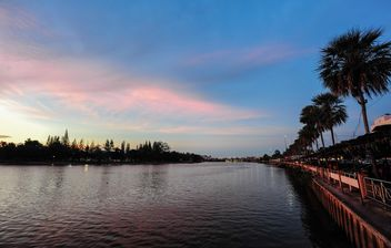 Sunset on river enbankment - бесплатный image #186511