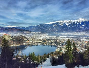 Bled Lake and mountains, Slovenia - image #186821 gratis