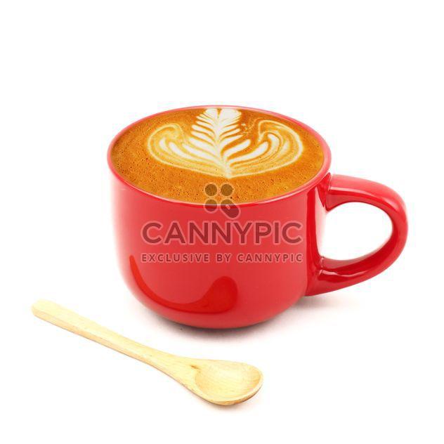 Café com leite no copo vermelho com colher de pau - Free image #186981