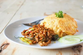 pork fried with chilli and omelet on rice - image gratuit #187011