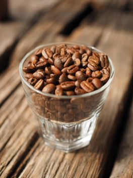Coffee beans in glass - image #187121 gratis