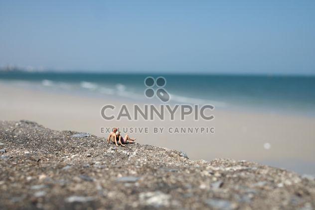 Gente miniatura en la playa - image #187141 gratis