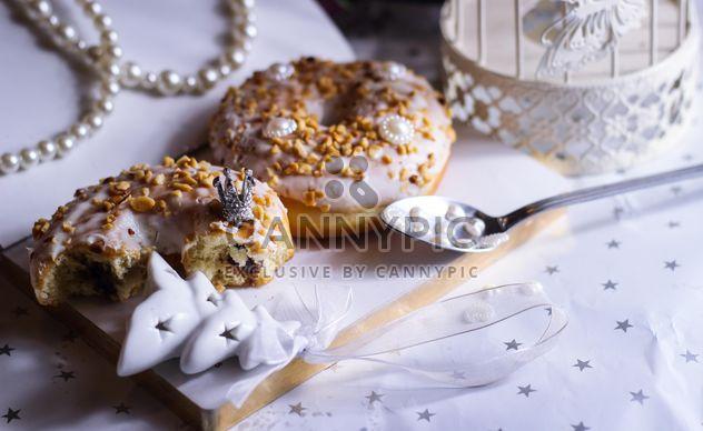 Rosquilla de Navidad en la mesa - image #187311 gratis