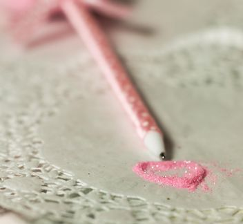 pink polkadot pen with a heart of glitter - image #187441 gratis