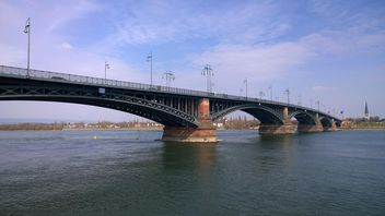 Theodor Heuss Bridge and River Rhein - image gratuit #187881