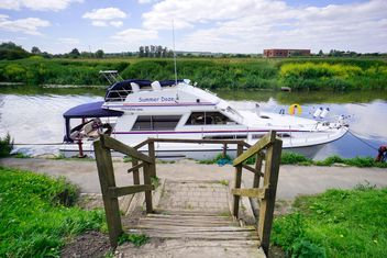 Yacht on Avon river - Free image #198291