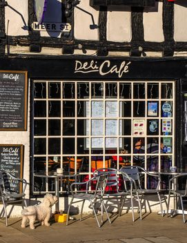 Facade of cafe and tables with chairs - image #198331 gratis