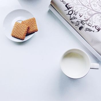 Cup of milk and cookies - Kostenloses image #198411