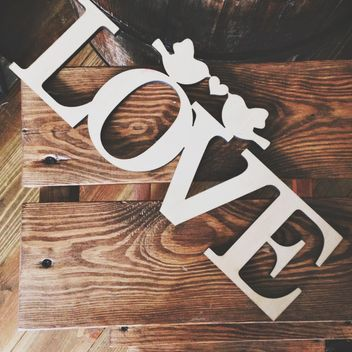Love sign on wooden background - image #198481 gratis