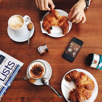 Coffee and croissants for breakfast - image #198551 gratis