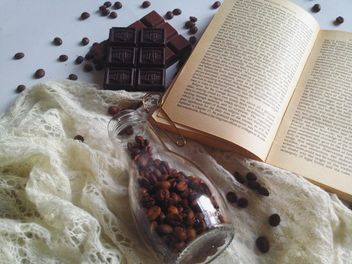 Coffee beans, chocolate and warm scarf - бесплатный image #198771