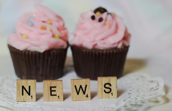 two cupcakes with news word - бесплатный image #200781