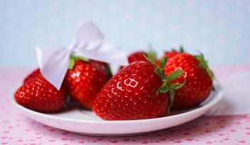 fresh strawberry in a dish - image gratuit(e) #201061