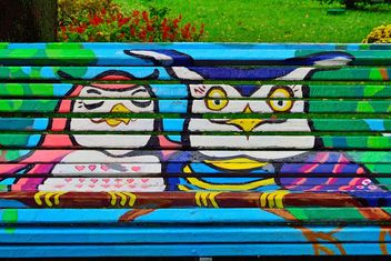 Bench covered with graffiti - image #229441 gratis