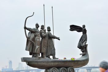 Monument to founders of Kiev - Free image #229471