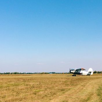 Small plane in the field - image #271661 gratis