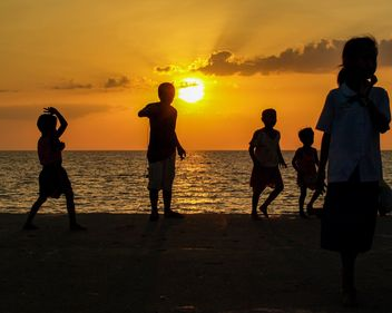 Silhouettes at sunset - image gratuit(e) #271861