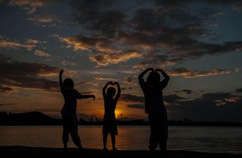 Silhouettes at sunset - image gratuit(e) #271921