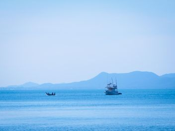 Boat in the sea at Koh Si Chang - image gratuit(e) #273571