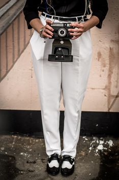 Girl holding retro camera - image #273781 gratis