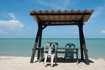 Tables and chair on beach - image gratuit(e) #275091