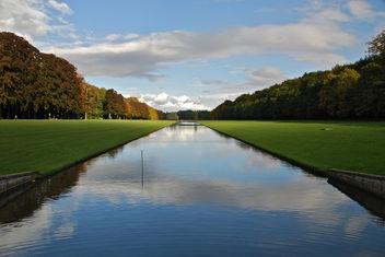 Le long canal sous un ciel changeant (Parc de Tervuren -Bruxelles) - бесплатный image #284911