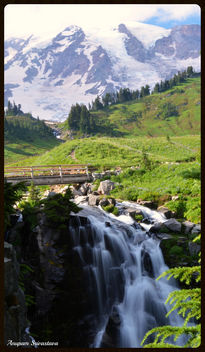 Myrtle Falls and Mount Rainier - image #289071 gratis