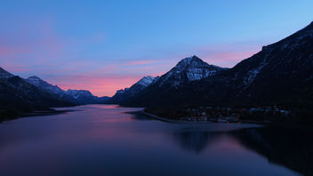 Upper Waterton Lakes at Sunset - image #294071 gratis