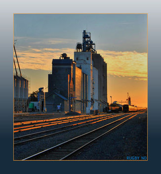 Farmers Elevator at Rugby North Dakota - image #298581 gratis